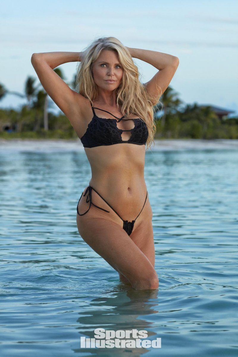 Кристи Бринкли (Christie Brinkley) в фотосессии для Sports Illustrated Swimsuit (2017)